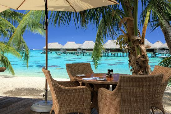 ‪منتجع Hilton Moorea Lagoon Resort & Spa: Rotui Grill Restaurant & Bar on the beach‬