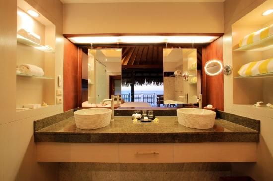 Hilton Moorea Lagoon Resort & Spa: Overwater BUngalows Bathroom