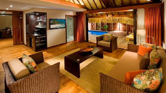 Hilton Moorea Lagoon Resort & Spa: Garden Pool Suite, Living Room