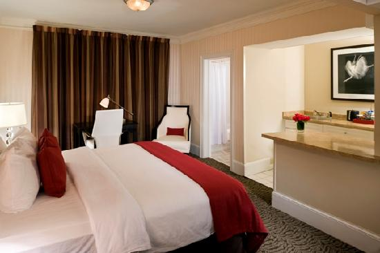 Artmore Hotel: King Room