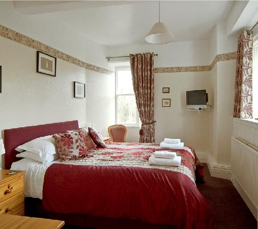 Chestnuts Guest House: Double bedroom with 5 ft bed