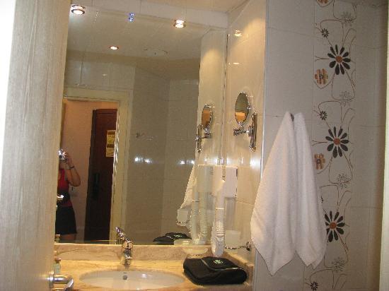 Hotel Sandy Beach: bathroom