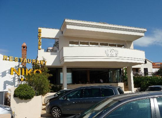 Hotel Niko : Façade de l'hôtel