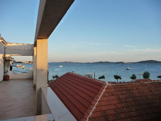 Hotel Niko: Vue depuis la terrasse de notre chambre