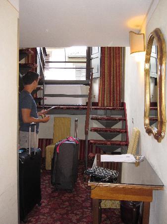 Paris Hotel: The downstairs looking in