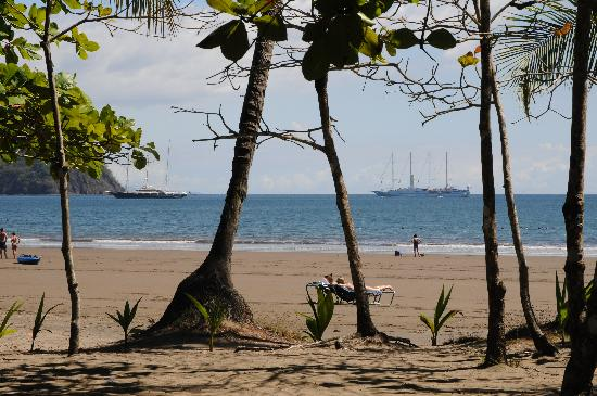 Hotel Costa Coral: Tambor Bay is a safe harbour for boats and ships.