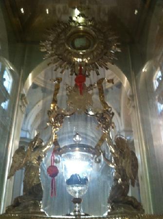 Il miracolo eucaristico a Lanciano presso il convento dei frati cappuccini. È da vedere assoluta