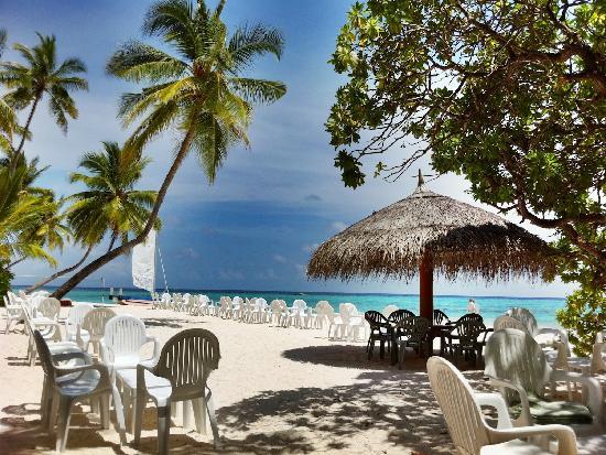 Fihalhohi Island Resort: The beach bar