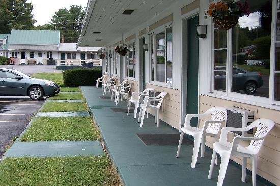 Kyes Motel: 1/2 mile from downtown Skowhegan