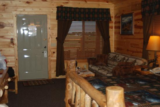 Frontier Cabins Motel: Living area