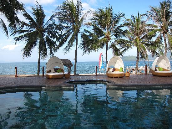 Evason Ana Mandara Nha Trang: Pool with Cabanas