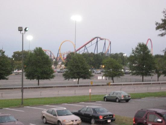 Centerstone Inn Doswell at Kings Dominion: View of Kings Dominion from the Hotel