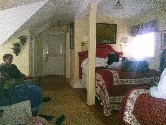 Oak Bluffs Inn : inside room