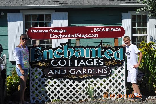Enchanted Cottages: The welcoming sign