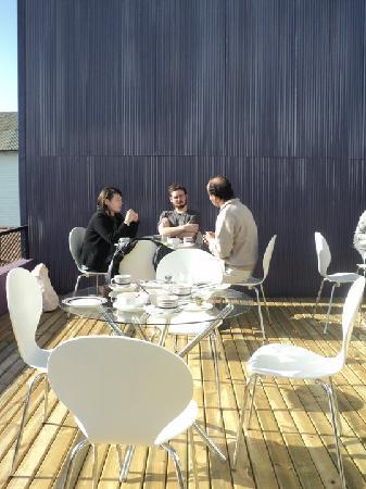 Ultramar Hotel: Tomando desayuno en la terraza