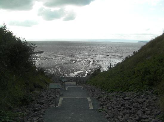 Joggins Fossil Cliffs Centre: SunSet Scene at low tide