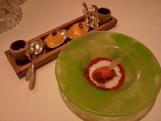 Complimentary pre-desserts