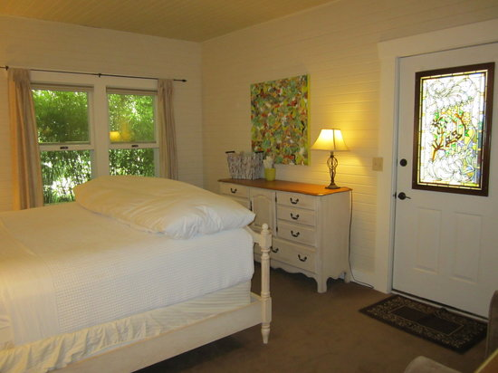 Willows Inn: Hillside room