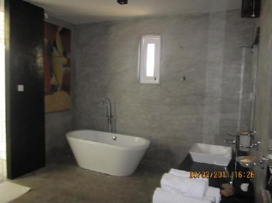 Bathroom picture of maalu maalu resort spa kalkudah for Bathroom designs sri lanka