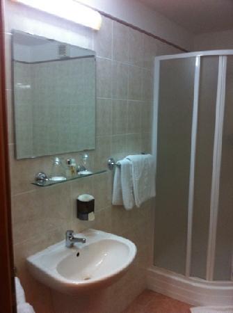 Iberia Hotel: baños