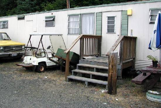 """Sunrise Motel: Trailer """"kitchen"""" unit"""