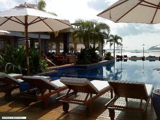 Serenity Resort & Residences Phuket: We are having breakfast just next to the pool