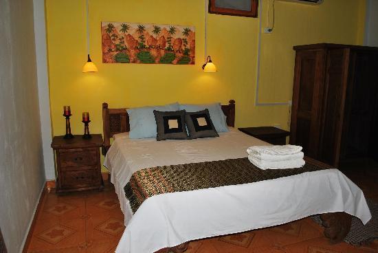 Pousada Casa do Sandalo, Boutique Guesthouse: The parents room upstairs