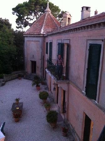 Villa Giulia: courtyard