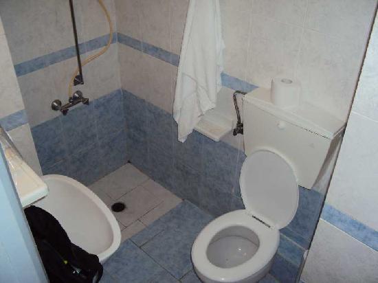 Loukia Hotel: Das Badezimmer