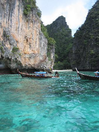 Phi Phi Inn: Beautiful scenery of nearby Ko Phi Phi Leh