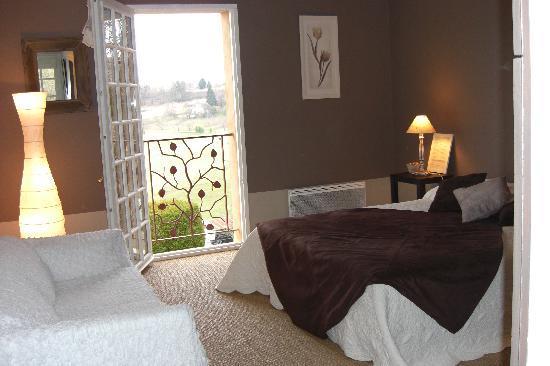 La Colline d'Orance Bed and Breakfast : Chambre Taupe