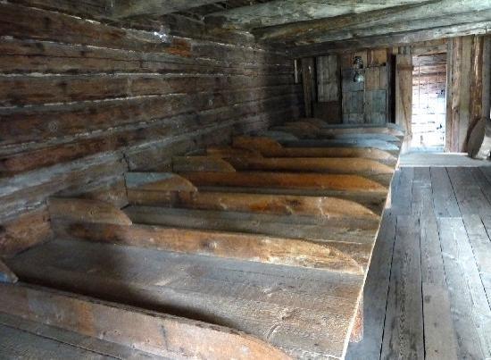 Pielisen Museum: Bettenlager in Flößer Schutzhütte