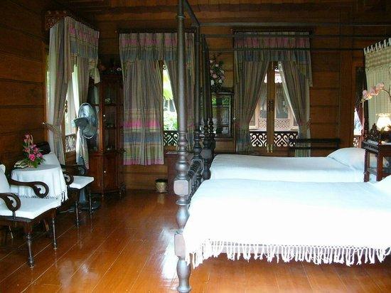 Jaiya Mongkol Bed and Breakfast: Guest bedroom