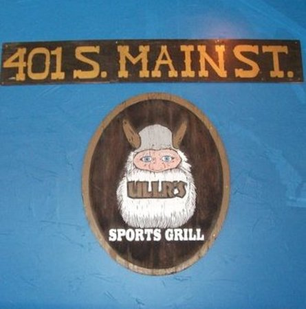 Ullrs Sports Bar: the old sign in the new location!!