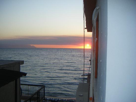 Ladies Beach Hotel: sunset :)