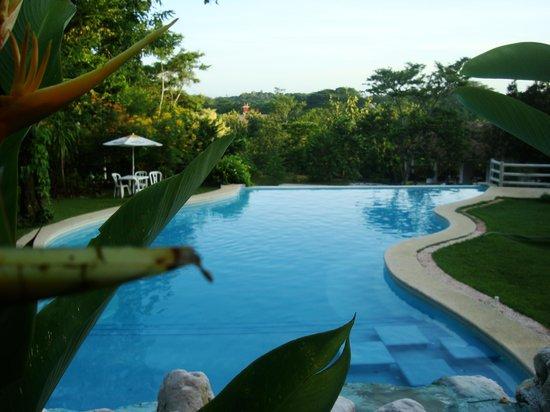 Hotel La Aldea del Halach Huinic : La vista de la piscina