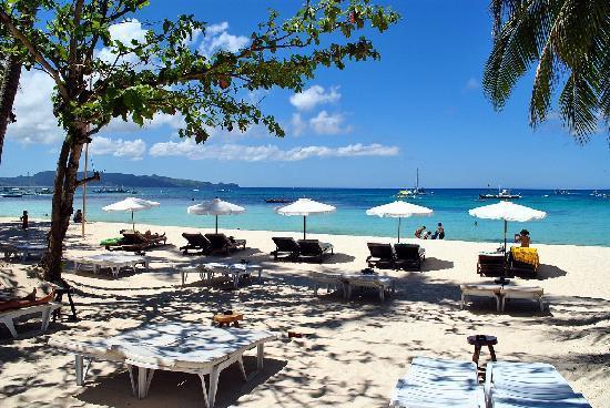 Surfside Boracay Resort & Spa : Beach Front From Nagisa
