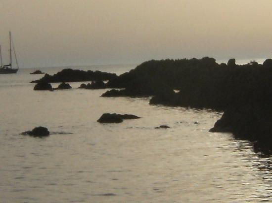 Hotel Il Gattopardo: sunset on Grotticelle beach