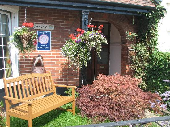 Lyme Regis, UK : Welcome to Devonia Guest House