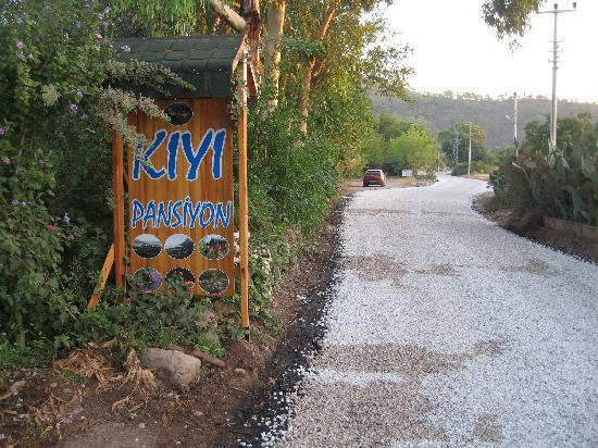 Kiyi Pansiyon : The main road of Cirali