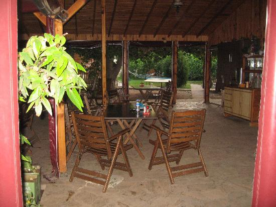 Kiyi Pansiyon : Restaurant (side opposite garden)