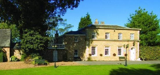 Braywood House: Front