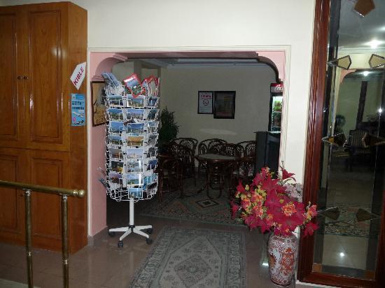 Hotel Emek: In der Lobby lins
