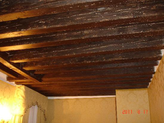 Il soffitto a travi foto di residenza la loggia venezia for Planimetrie di pontili e travi