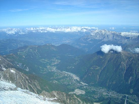 Mont Blanc: Chamonix from the top