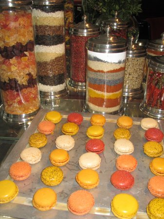 Four Seasons Hotel London at Park Lane: LOVED the colours of these macaroons and the spices in the restaurant-all so PERFECT!!!