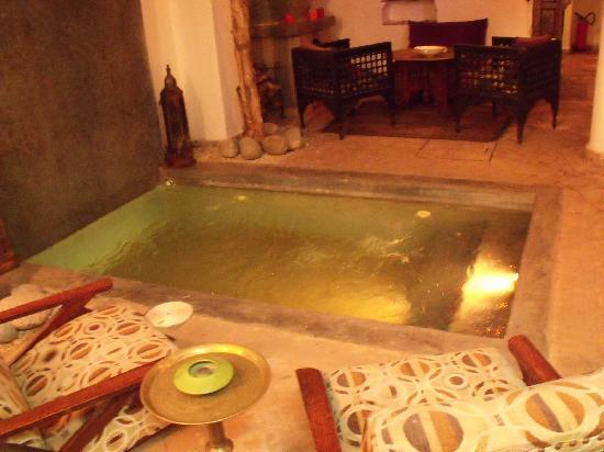 Riad Al Mansoura: Fontana rinfrescante....