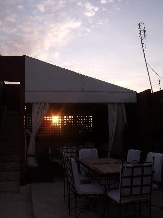 Riad Al Mansoura: Gazebo sulla terrazza....