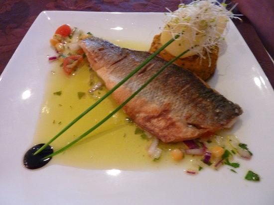 Mirage Restaurant: Grilled Seabass.  Beautiful!