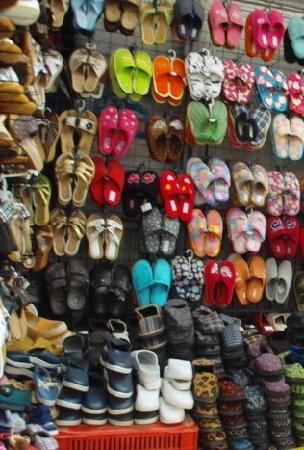 Zhenski Pazar Women's Market: Schuhe in allen Größen und Farben